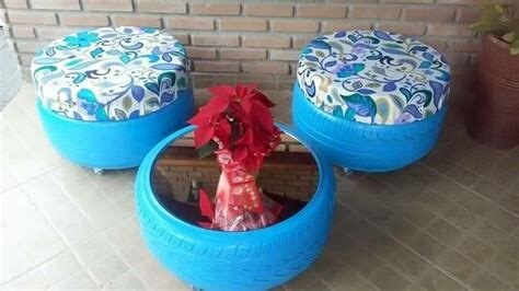 Puff de pneus azuis com mesa de centro azul Foto de Hair Style Galleries