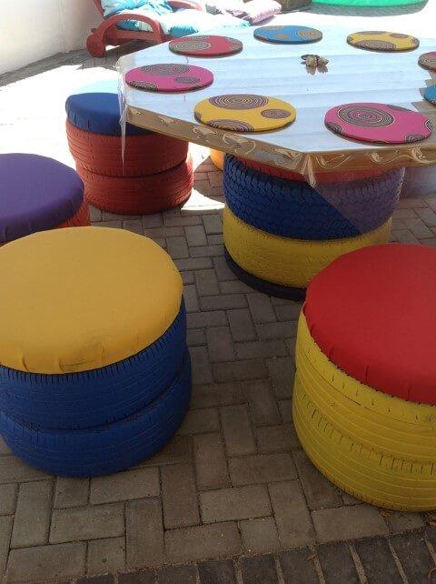 Puff de pneus colorido Foto de Pokhto Paz