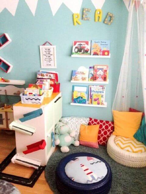 Puff de pneus em quarto infantil