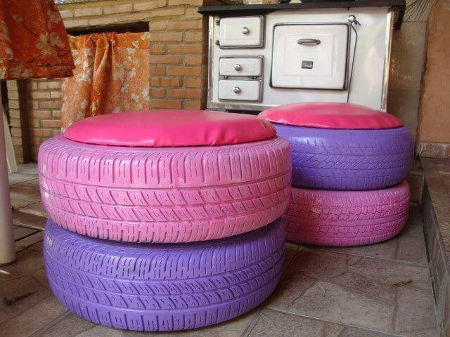 Puff de pneus sobrepostos com almofada rosa Foto de Elo7