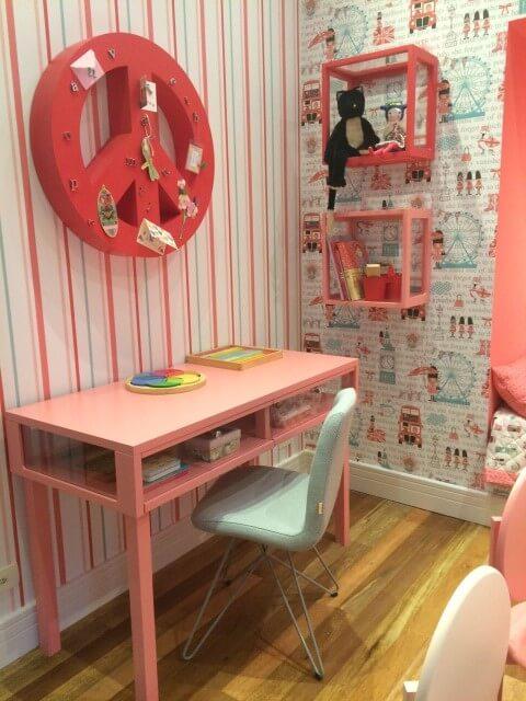 Quarto com decoração em tons de rosa e azul Projeto de Mobiliário Daf