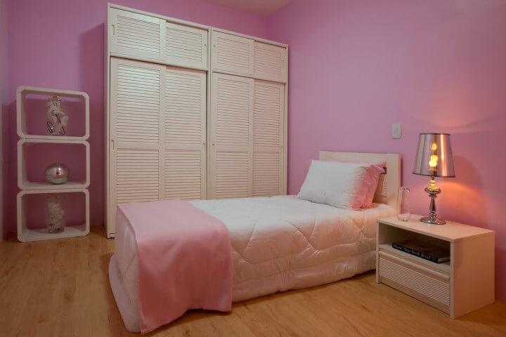 Quarto de menina com tons de rosa e branco Projeto de Brunete Fraccaroli