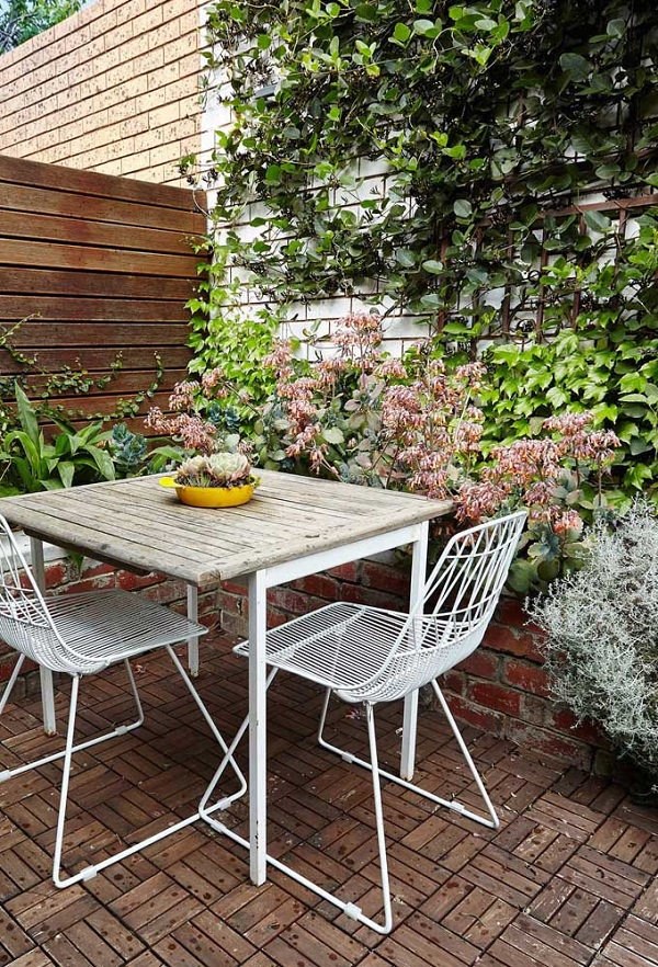 Reserve um espaço na sua área de lazer pequena para cultivar uma trepadeira