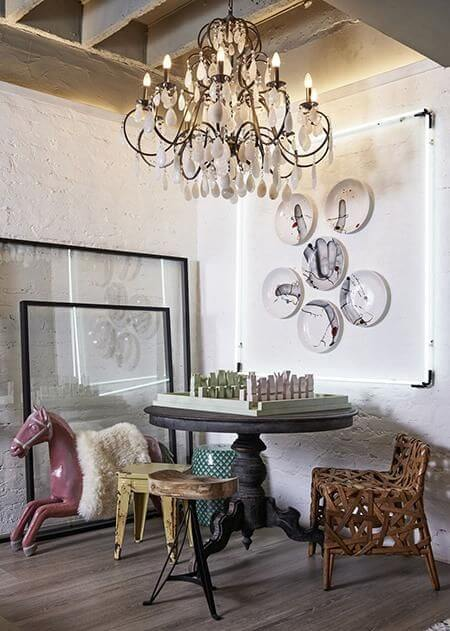 Sala com cavalo em tons de rosa Projeto de Casa Cor 2016
