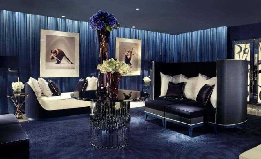 Sala em tons de azul royal e mais escuros Foto Yandex