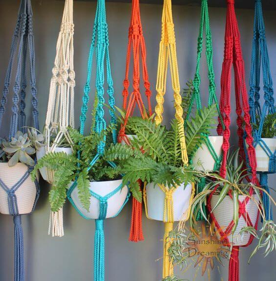 Suportes para plantas feitos com cores fortes Foto de Pinterest