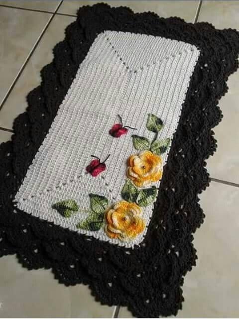 Tapete de crochê para cozinha com borda preta e flores Foto de Marlene Costa