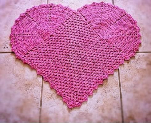 Tapete de crochê para cozinha com desenho de coração