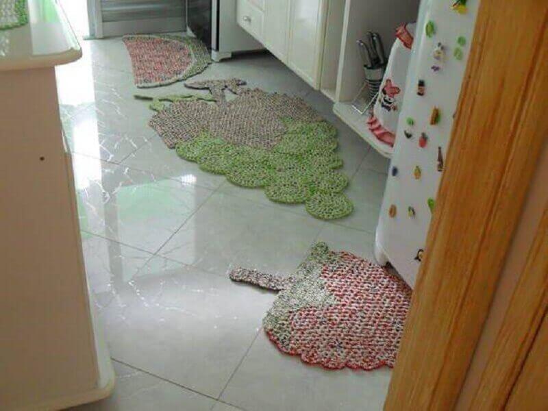 Tapete de crochê para cozinha com formato de fruta