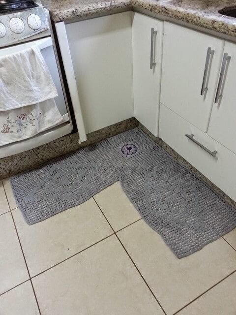 Tapete de crochê para cozinha de canto cinza Foto de Teia de Carinhos