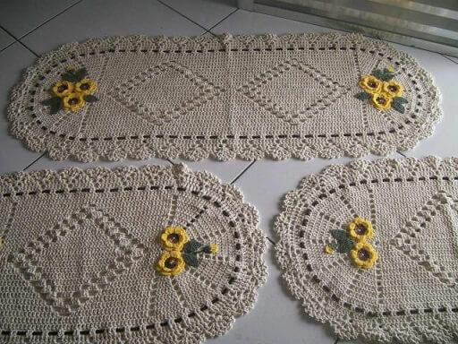 Tapete de crochê para cozinha em conjunto com flores amarelas Foto de Elo7