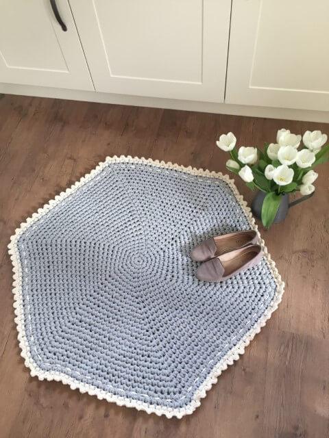 Tapete de crochê para cozinha hexágono azul com borda branca Foto de Love Crochet
