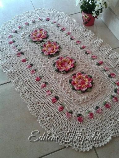 Tapete de crochê para cozinha ovalado com flores cor de rosa Foto de Pinterest
