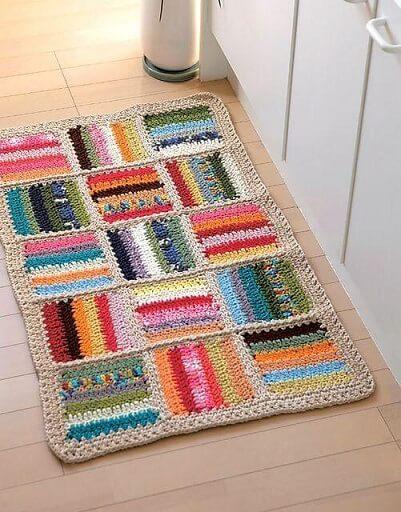 Tapete de crochê para cozinha retangular colorido Foto de Muito Chique