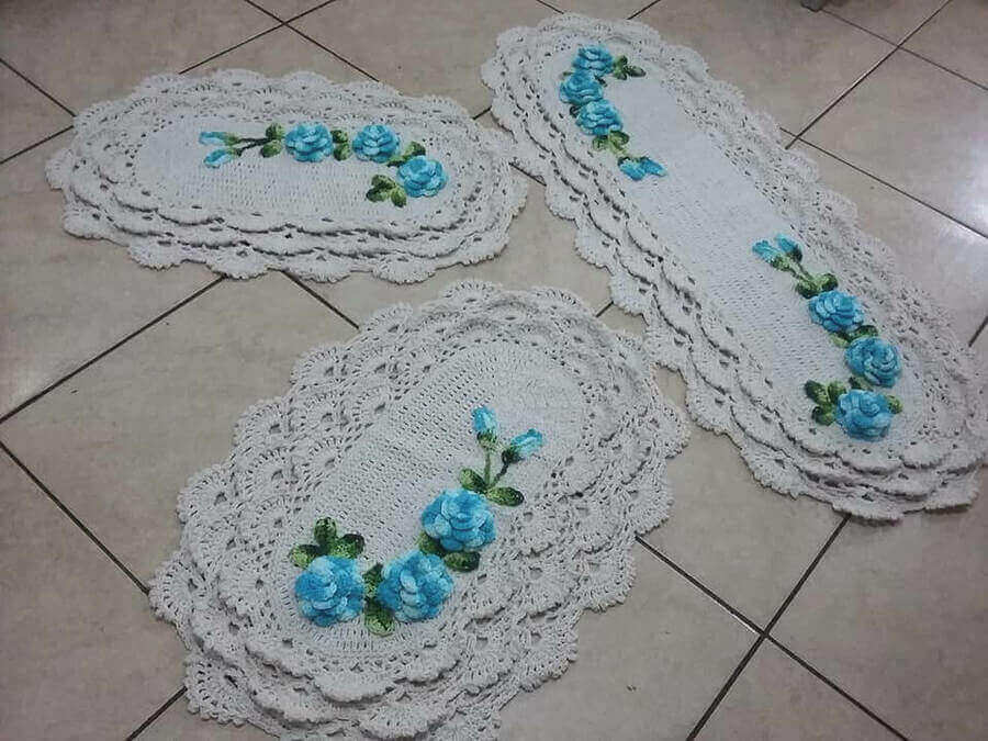 Tapete de crochê para cozinha - tapetes brancos com flores azuis