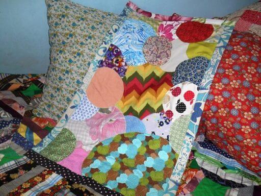 Tapete de patchwork com retalhos redondos