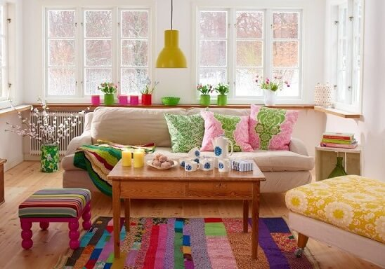Tapete de patchwork em sala com detalhes coloridos Foto de Sanna & Sania