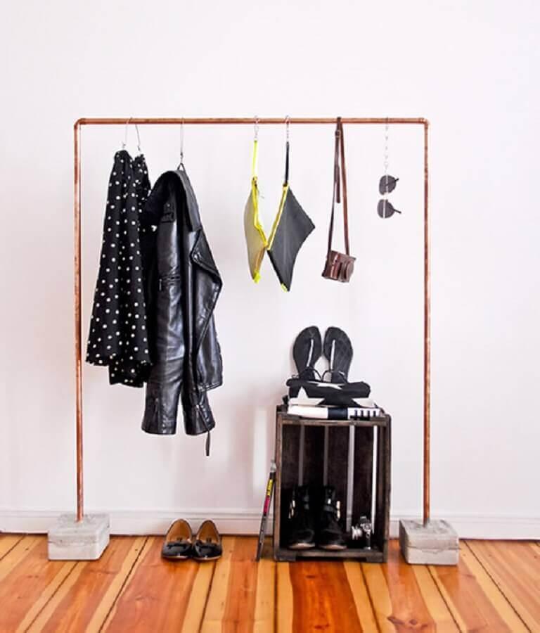 arara de roupa para decoração