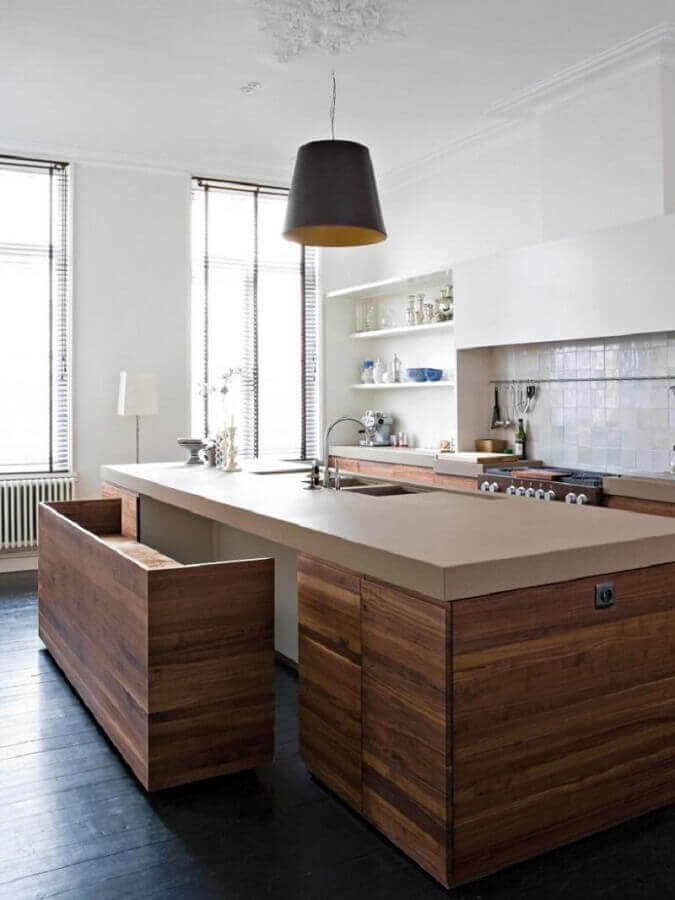 bancada de cozinha planejada com bancos na parte debaixo