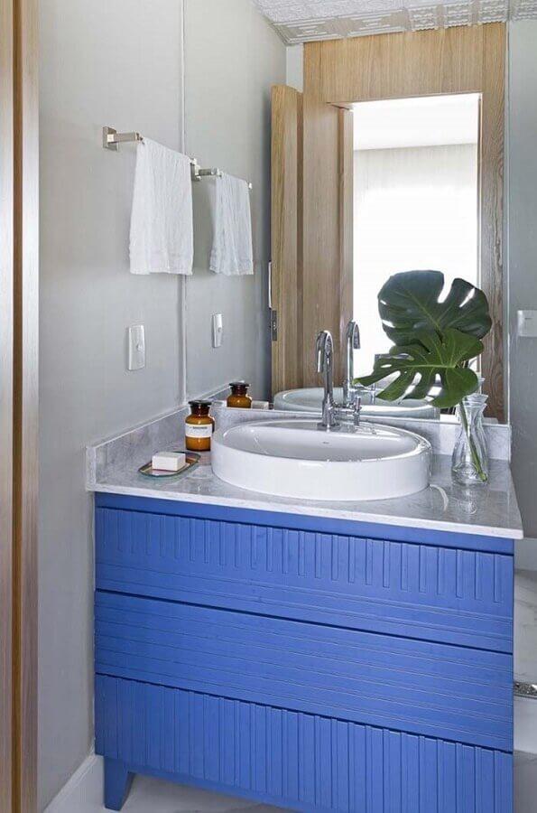 banheiro decorado com gabinete azul royal Foto Zozu