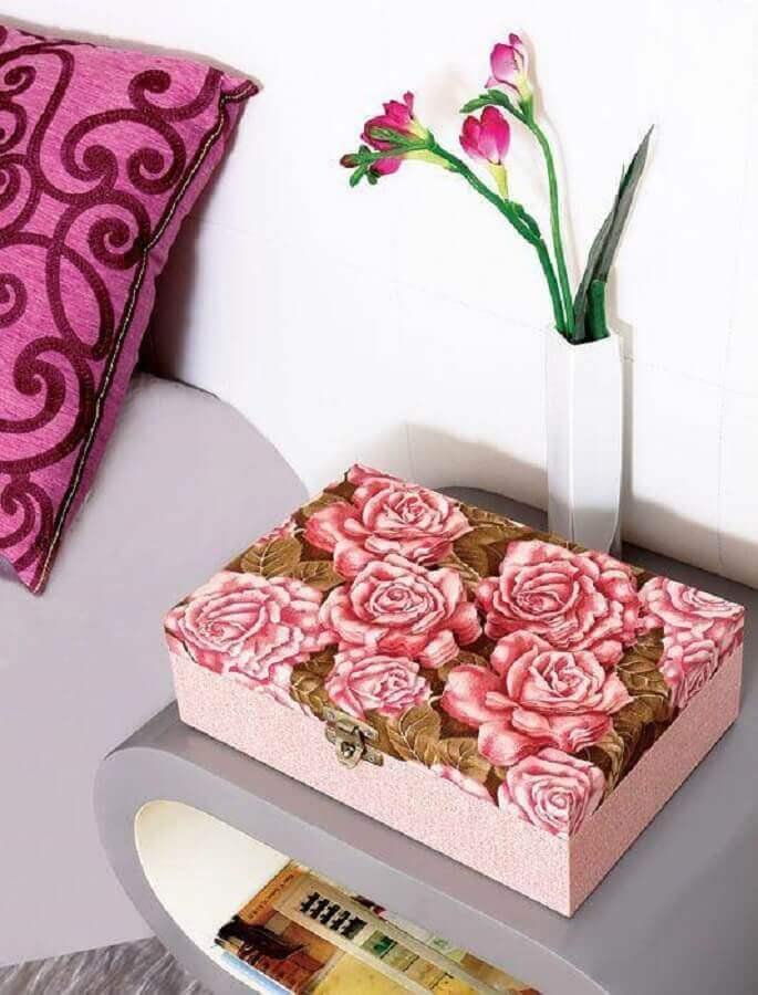 caixa decorativa com estampa floral  Foto ArteBlog