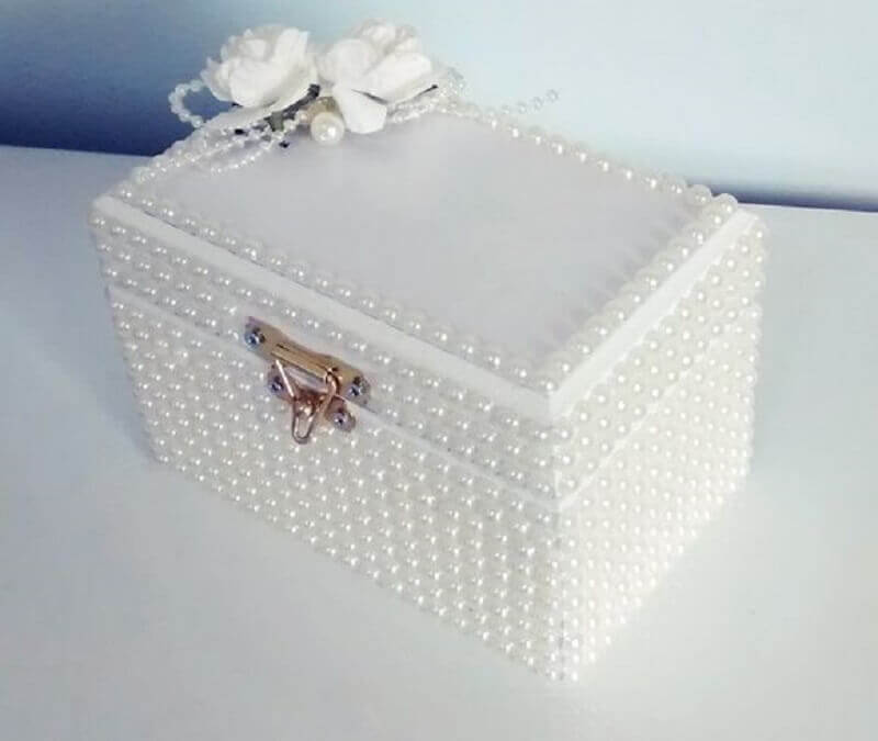 caixa decorativa toda revestida de pérolas Foto Pinterest