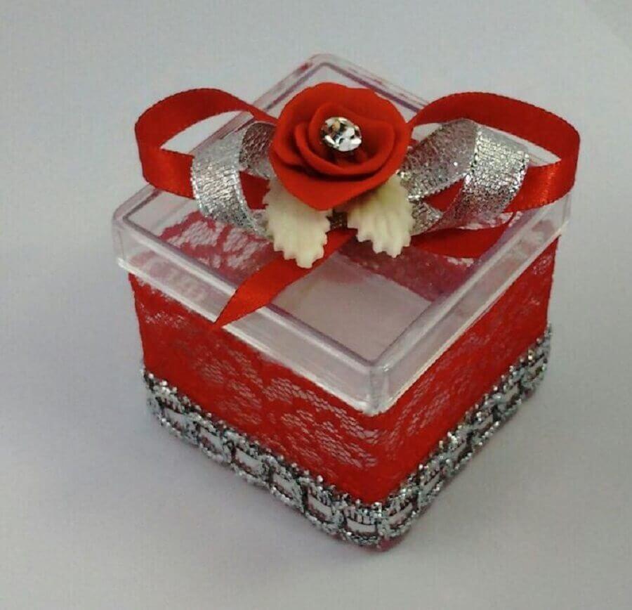 caixinha de acrílico decorada com renda vermelha Foto Pinterest
