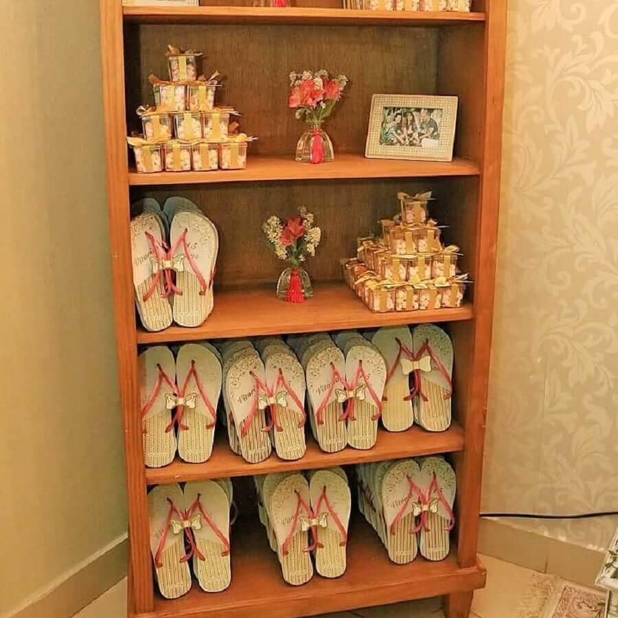 chinelos personalizados como lembrancinhas para festa de 15 anos