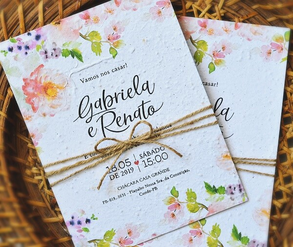 Convite de casamento simples feito em papel semente