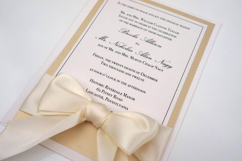 convite de casamento simples com fita de cetim bege