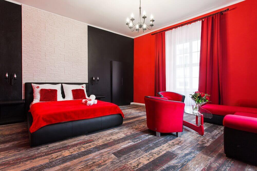 cortina vermelha para quarto decorado vermelho e preto