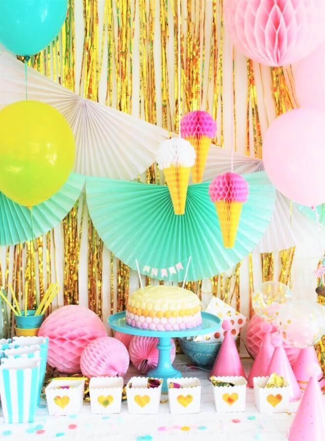 decoração colorida para festa de 15 anos com tema sorvete