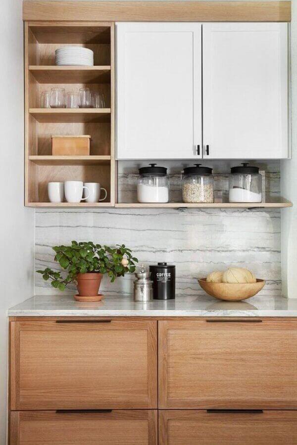 decoração com nichos para cozinha pequena Foto Studio McGee