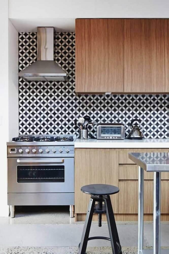 decoração cozinha retrô planejada com azulejos preto e branco