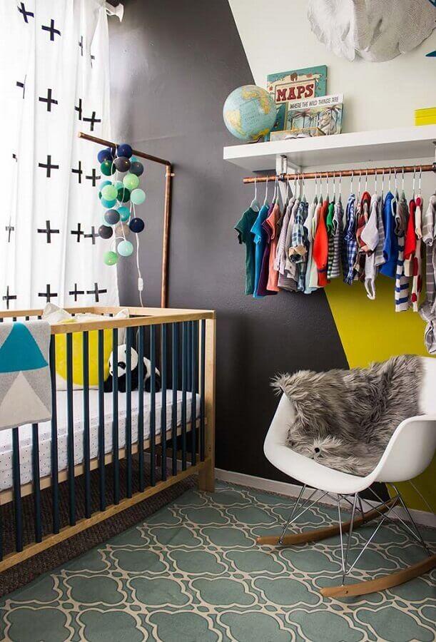 decoração de quarto de bebê moderno com cadeira eames de balanço Foto Home Fashion Trend