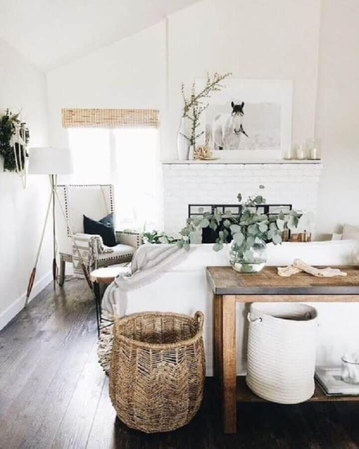 decoração hygge para casa com piso de madeira e luminária de piso Foto Pinterest