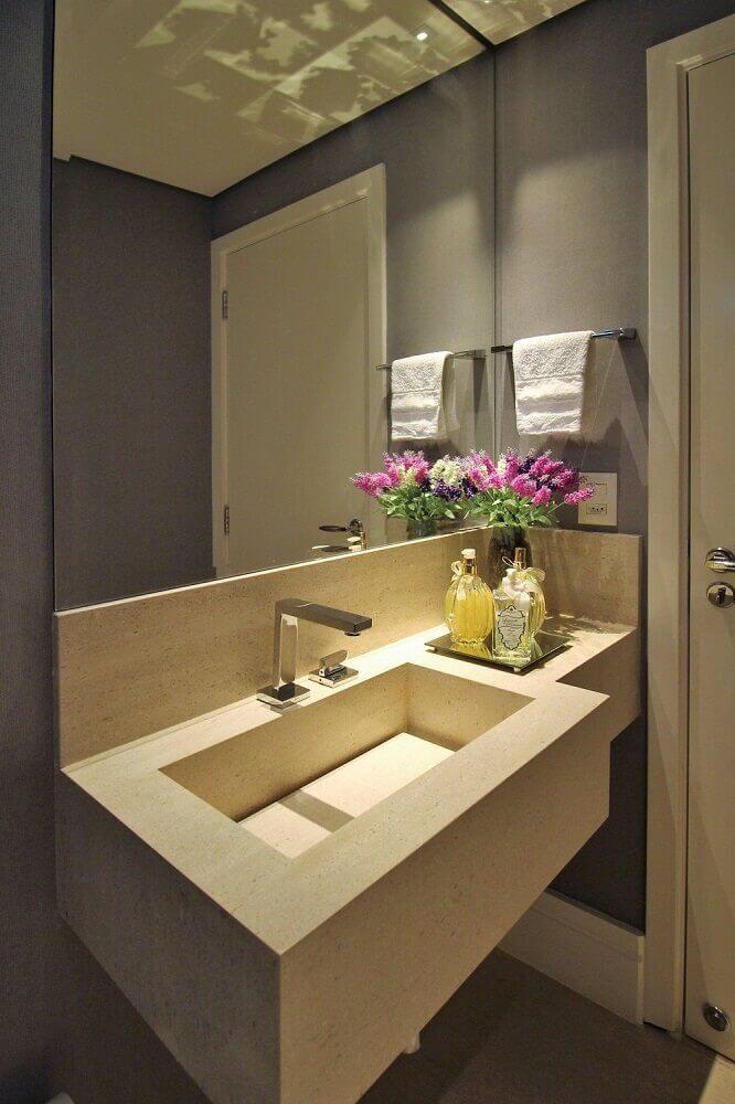 decoração para banheiro com pia esculpida com fundo reto Foto Pinterest