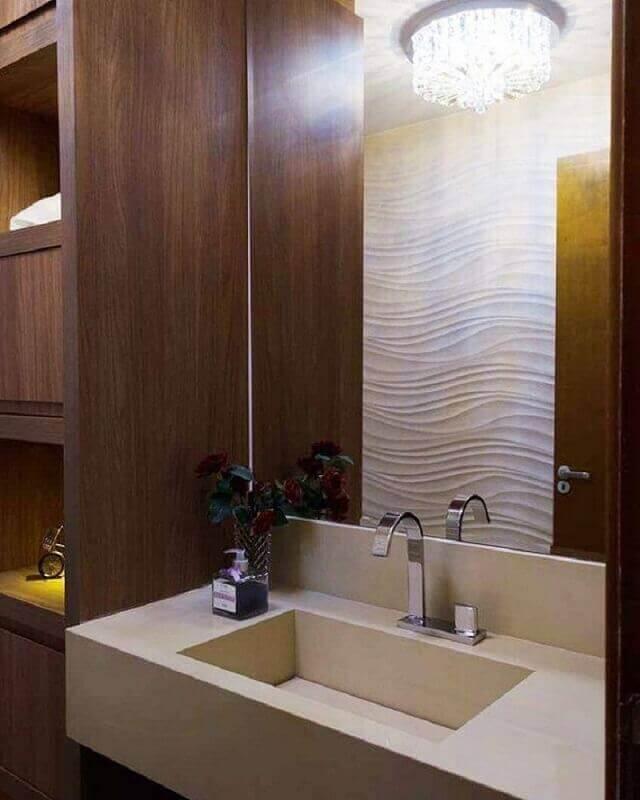 decoração para banheiro com pia esculpida em granito e armário de madeira Foto Villa Arquitetura DF