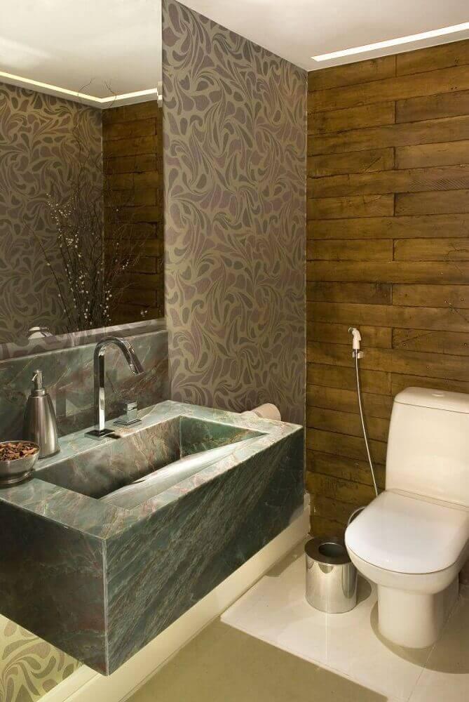 decoração para banheiro com pia esculpida na pedra Foto Pinterest
