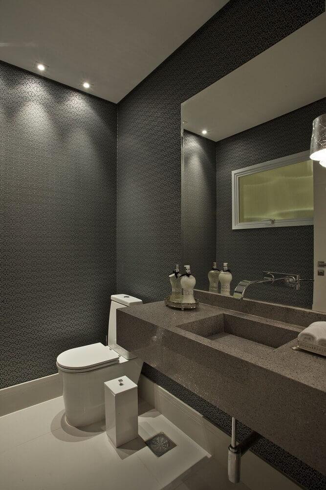 decoração para lavabo em tons de cinza com pia esculpida em granito Foto Guardini Stancati