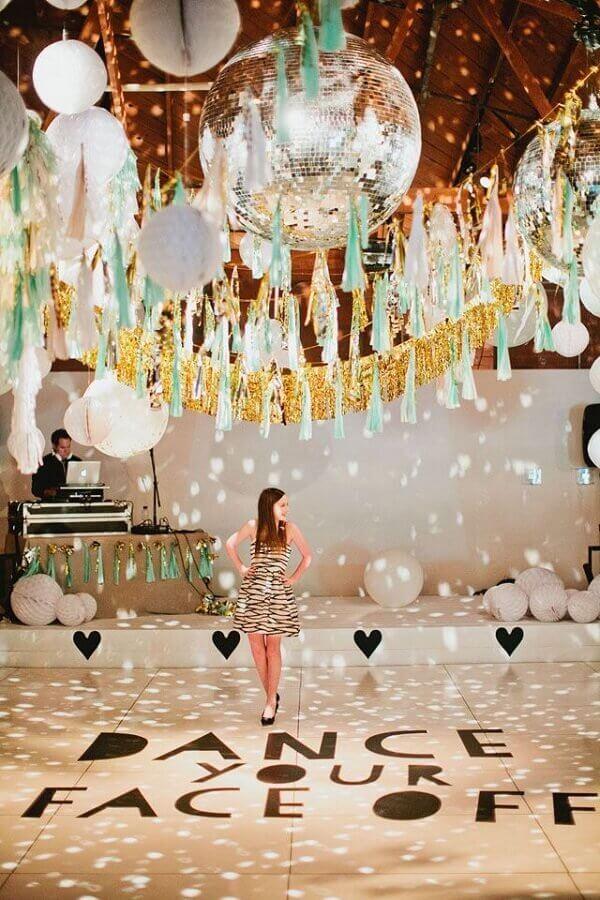 decoração para pista de dança em festa de 15 anos