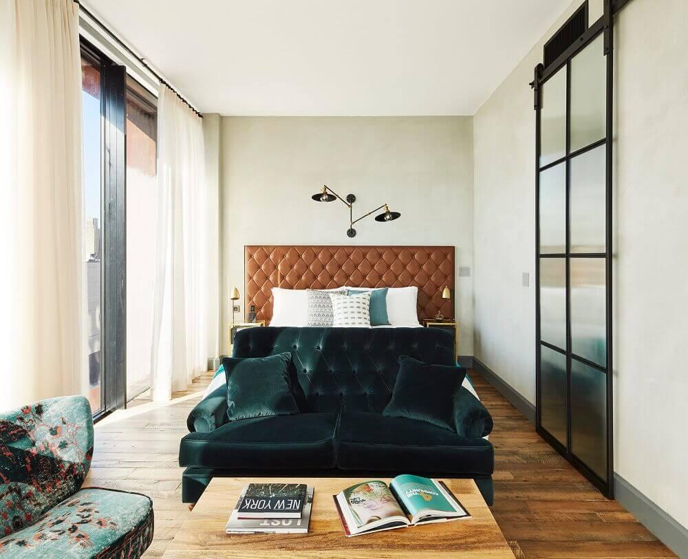 decoração quarto de casal com cabeceira capitonê de couro- Foto Madame Figaro