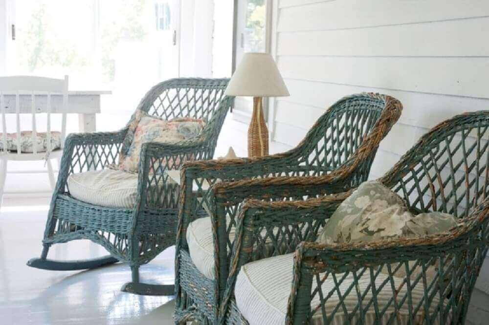 decoração rústica com móveis de vime para varanda Foto Yankee Magazine