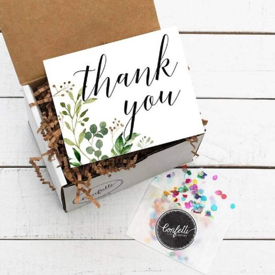 decoração simples para festa na caixa - Foto Confetti Gift Company