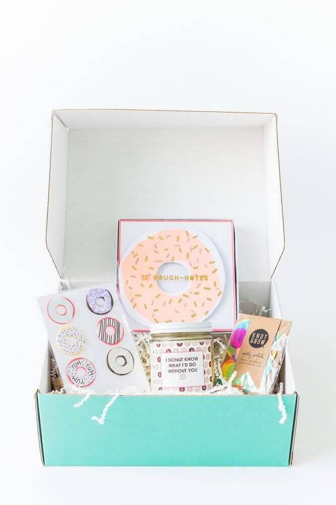 decoração simples para festa na caixa - Foto Home Decoo