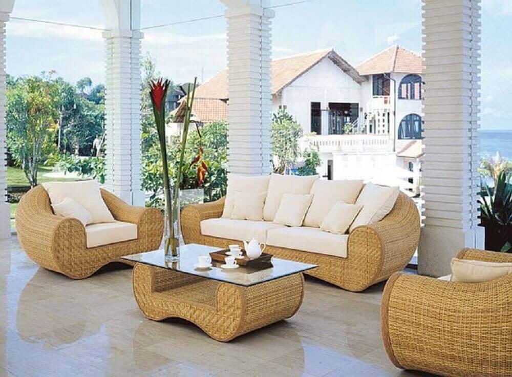decoração sofisticada para varanda com móveis de vime com design arredondado Foto Abekobe