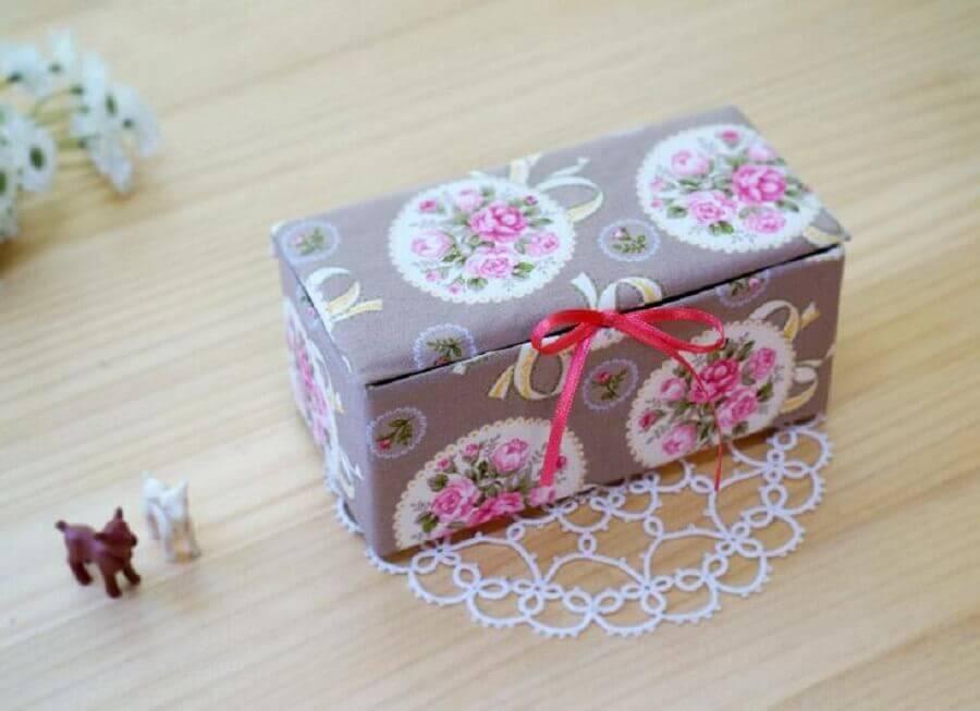 delicada caixa decorativa feita de porta joias  Foto Home Decoo