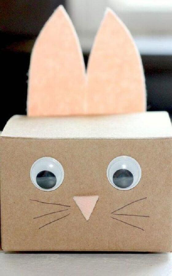divertida caixa de papelão decorada com carinha de coelho  Foto Home Decoo