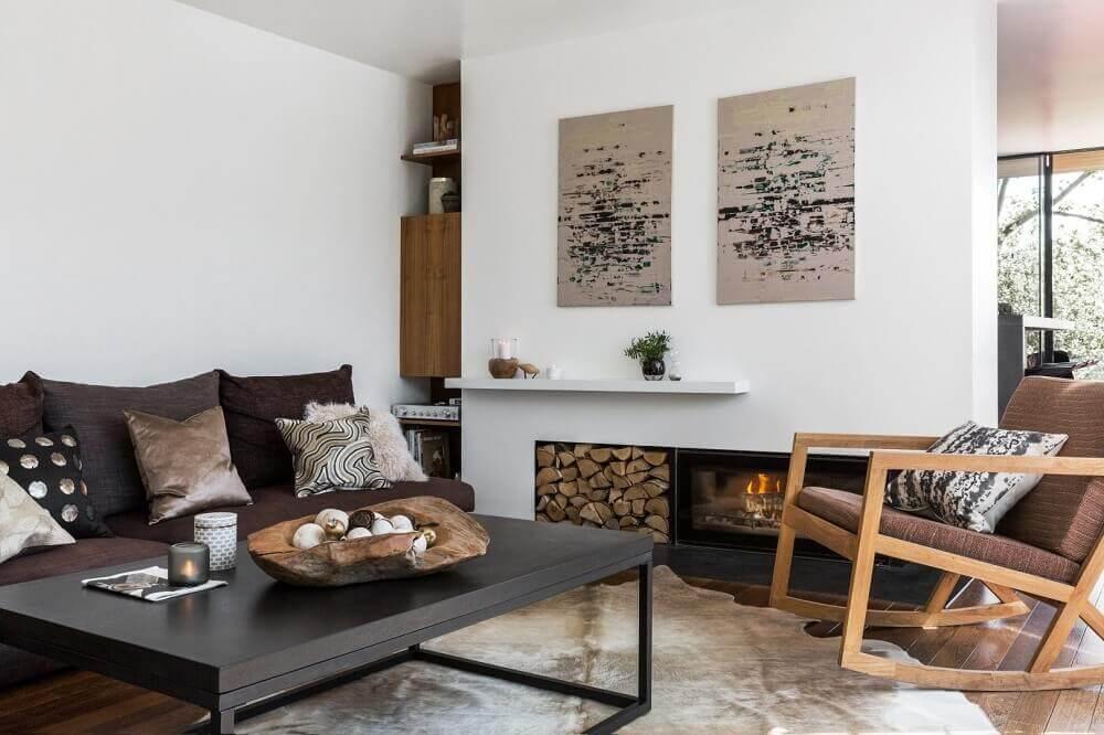 estilo hygge para sala de estar com lareira Foto Amara
