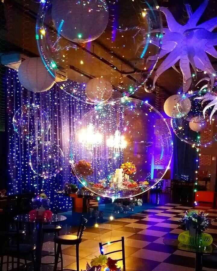 festa de 15 anos com pista de dança decora com balões e pisca pisca